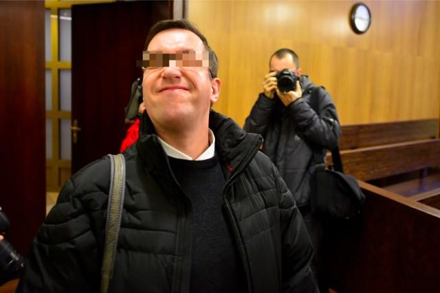 W sądzie ksiądz Paweł K. popisywał się przed dziennikarzami. Teraz prosi prezydenta o łaskę