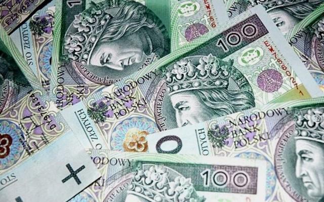"""Przy podpisywaniu umów zarządca wymagał również zapłaty tzw. """"odstępnego"""" w wysokości od 7 do 20 tys. zł, w zależności od metrażu wynajmowanego lokalu. Zarządca zapewniał wynajmujących, że te pieniądze trafią do właścicielki nieruchomości"""