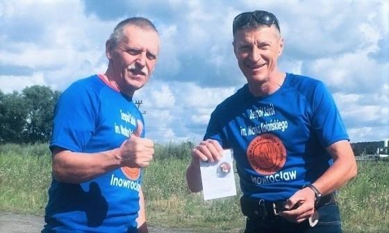 Tomasz Furman objechał województwo kujawsko-pomorskie na rowerze i zdobył okolicznościową odznakę PTTK