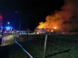 Pożar domu jednorodzinnego w Brzeźnie. Budynek spłonął doszczętnie