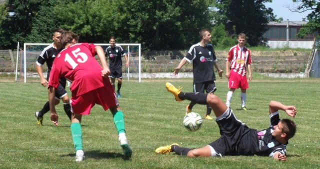 Fragment meczu Soły Oświęcim z Nadwiślanem Góra, który został rozegrany w Brzeszczach na stadionie Górnika.
