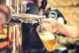 Pijemy piwo, coraz częściej bezalkoholowe