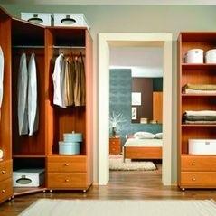 Podręczna garderoba usytuowana przy wejściu to dobre i wygodne rozwiązanie