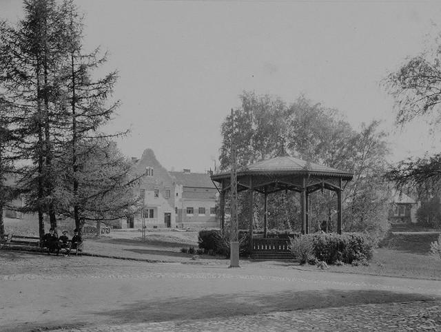 Dawna Wieliczka: Park św. Kingi, w oddali Łazienki Salinarne
