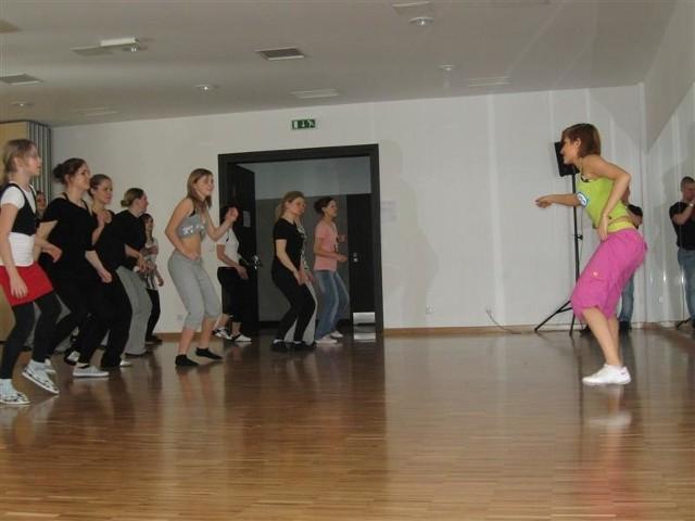 """Darmowe zajęcia odbyły się w ramach """"Tanecznej Strefy dla Kobiet""""."""