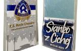 Ruch Chorzów sprzedaje niebieskie opłatki i sianko z murawy przy Cichej ZDJĘCIA Świąteczna oferta dla kibiców Niebieskich. Są też kalendarze