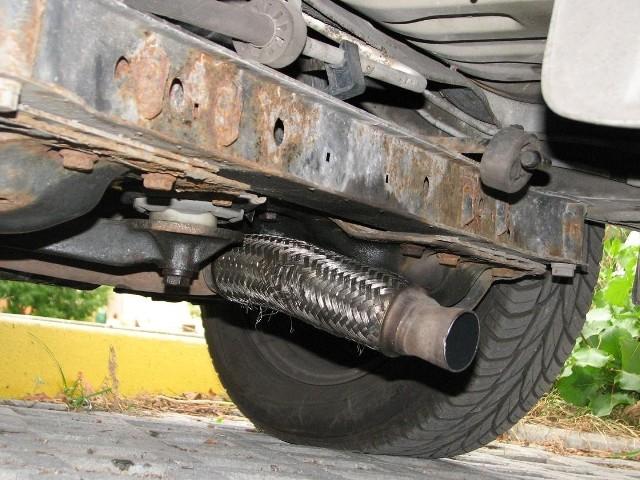 Trudno zabezpieczyć samochód przed kradzieżą katalizatora. Złodzieje wyspecjalizowali się w ich wyciąganiu. Doskonale zdają sobie sprawę z dużych pieniędzy, które mogą dostać za nie w skupach.