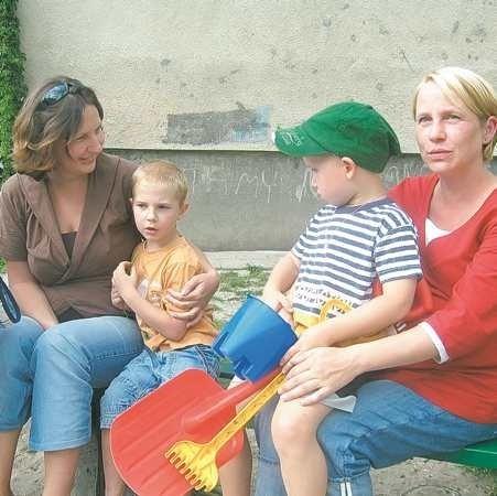 - Piaskownice są bardzo potrzebne i najlepiej, żeby to miasto o nie dbało - mówią Anna Kuszwic i Anna Górniewicz