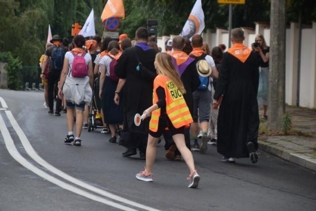 Śmierć pielgrzyma na drodze z Goranina do CzerniejewaNie minął pierwszy dzień pielgrzymki z Gniezna do Częstochowy, a już doszło do zasłabnięcia jednego z pątników. Niestety, to zdarzenie zakończyło się tragicznie.