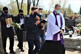 Łódzkie. Pogrzeb 30-letniego mężczyzny w Piątku. W związku z jego śmiercią aresztowano dwoje policjantów ZDJĘCIA 25.04.2021