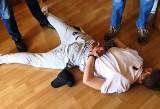 Brzeszcze. Policjanci zatrzymali kolejnego sprawcę rozboju z użyciem noża. Sąd orzekł wobec niego areszt tymczasowy