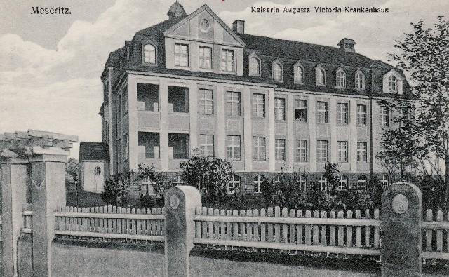 W latach 1909-1945 patronką szpitala była cesarzowa Augusta Victoria.