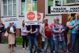 """Organizatorzy protestu """"Stop podwyżkom za śmieci"""" w Inowrocławiu pouczeni przez policję"""