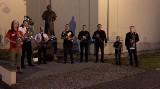 """Muzycy orkiestr dętych z powiatu włoszczowskiego zagrali """"Barkę"""" w rocznicę zamachu na Jana Pawła II. Zobacz [WIDEO]"""