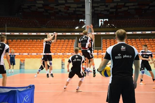 Reprezentacja Polski juniorów w czwartek trenowała na hali, gdzie rozegra wszystkie mecze mistrzostw Europy