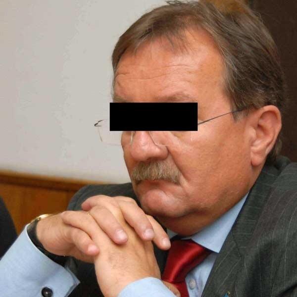 Ryszard L. został zatrzymany 20 lipca. Z ustaleń śledztwa wynika, że dwukrotnie pośredniczył w załatwianiu posady w Bieszczadzkim Oddziale Straży Granicznej. L. utrzymuje, że jest niewinny.