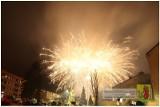 Mońki. Mieszkańcy współnie przywitali Nowy Rok. Było muzycznie i wystrzałowo