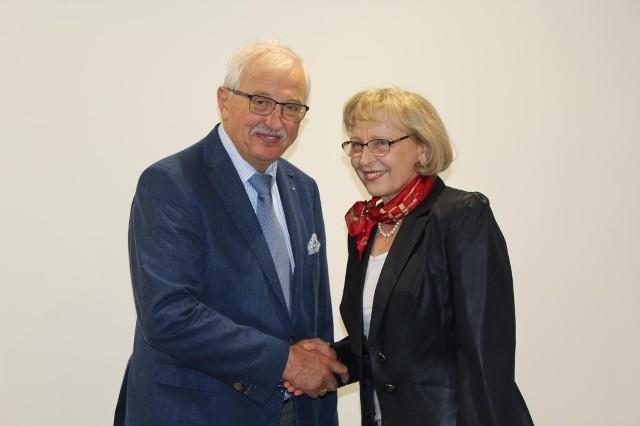 Urszula Jaros z prezesem Polskiego Związku Lekkiej Atletyki - Henrykiem Olszewskim