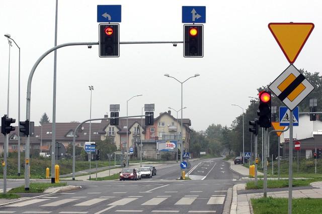 Kierowcy narzekają, że tworzą się korki na skrzyżowaniu Królewskiego z ulicą Rostocką. Ich zdaniem nauprzywilejowanej Trasie Północnej prawie nie ma ruchu.