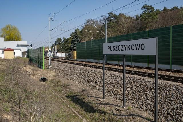 W Puszczykowie karetka zderzyła się z pociągiem.