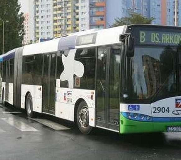 Na ul. Gdańskiej zderzył się autobus linii B z samochodem osobowym. Tworzą się korki.