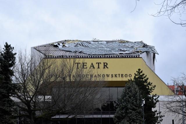 Uszkodzony dach Teatru im. Jana Kochanowskiego w Opolu