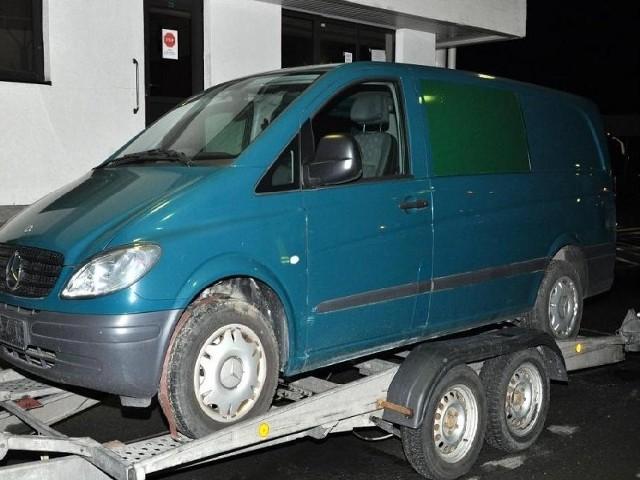 Ten mercedes vito był poszukiwany jako auto skradzione.