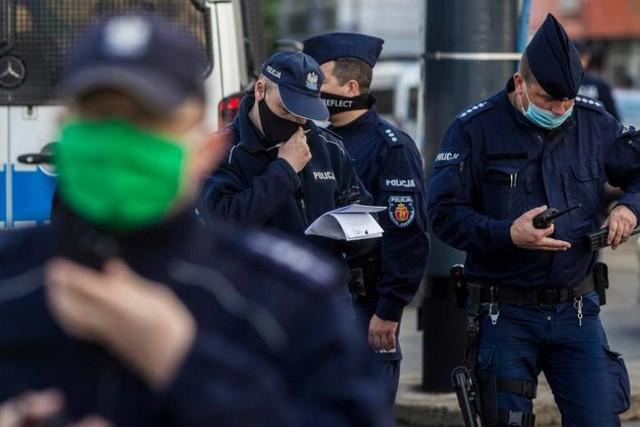 Dyżurny policji w Inowrocławiu we wskazany rejon wysłał na interwencję kilka patroli. Policjanci ustalili, że zgłoszenie jest fikcją, a mężczyzna, który o tym powiadomił zrobił sobie żart