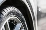 Przebicie opony w samochodzie. Jak zminimalizować ryzyko?