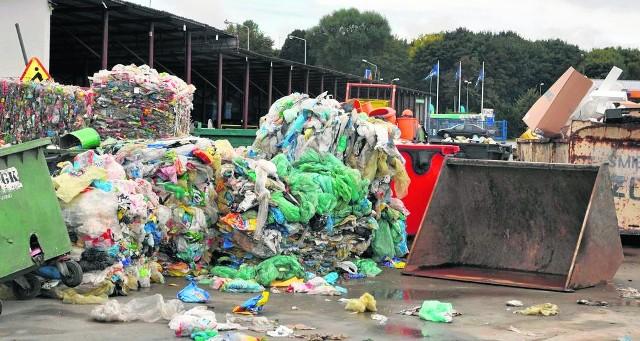 Przedsiębiorstwo Gospodarki Komunalnej w Szczecinku prowadzi w swojej bazie selekcję śmieci, choć odpady są oficjalnie posegregowane