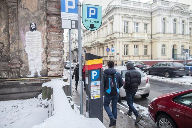 Maciej Kulesza wrzucił dwa złote do parkomatu przy ul. Moniuszki. Maszyna przyjęła pieniądze, ale nie wydała biletu.
