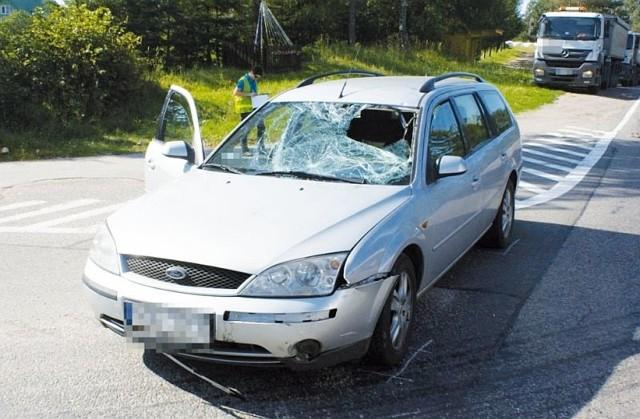 Na krajowej dziewiętnastce kierowca forda potrącił rowerzystę, który z obrażeniami ciała trafił do szpitala. Obaj kierowcy byli trzeźwi.