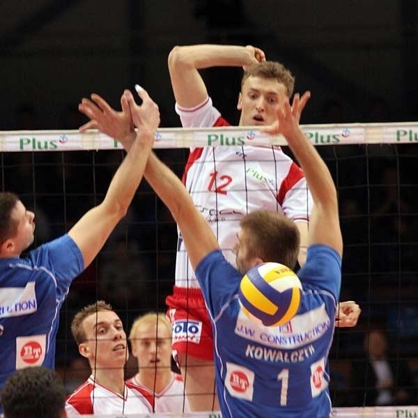 Resovia świetnie gra środkiem. Politechnika w Rzeszowie nie miała pomysłu na powstrzymanie Łukasza Perłowskiego (na zdjęciu) i Michała Kaczmarka. Oby w sobotę było podobnie.