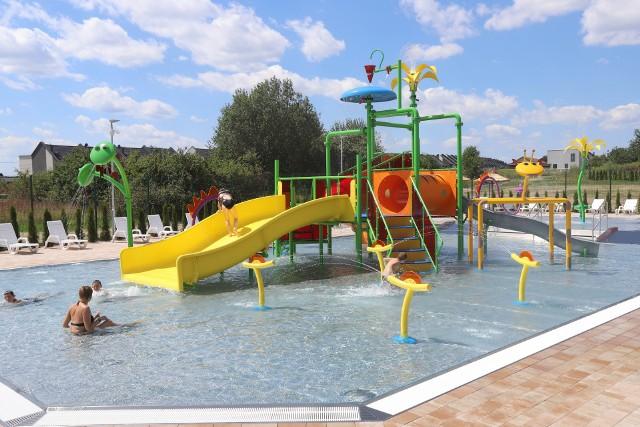 Wodny plac zabaw w Tarnowskich Górach jest otwarty. To nowa atrakcja Parku Wodnego.Zobacz kolejne zdjęcia. Przesuwaj zdjęcia w prawo - naciśnij strzałkę lub przycisk NASTĘPNE