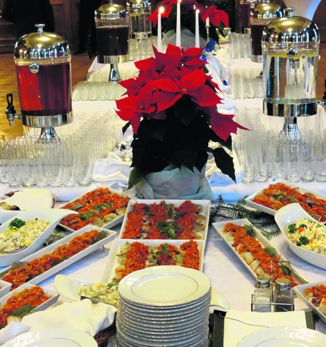 W restauracjach przyjmowane są zamówienia na świąteczne potrawy. Kupić można m.in. pierogi, kapustę, ryby, zupy