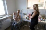 UDSK Białystok. Nowe łóżka w szpitalu dziecięcym. Rodzice nie będą już spać na krześle czy podłodze (zdjęcia)