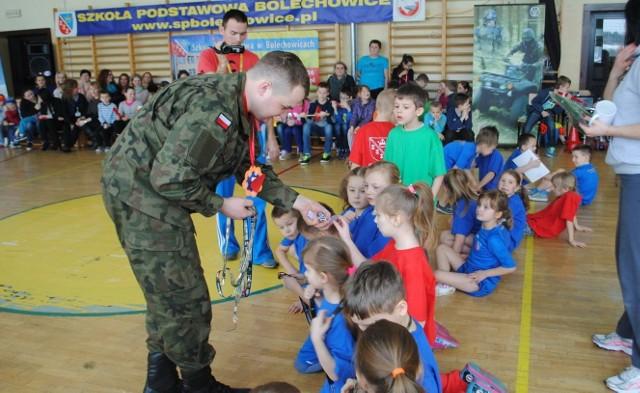 Spotkanie z żołnierzami w Szkole Podstawowej w Bolechowicach.