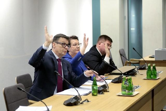 Przewodniczącym sejmowej komisji sprawiedliwości i praw człowieka jest Marek Ast z PiS.