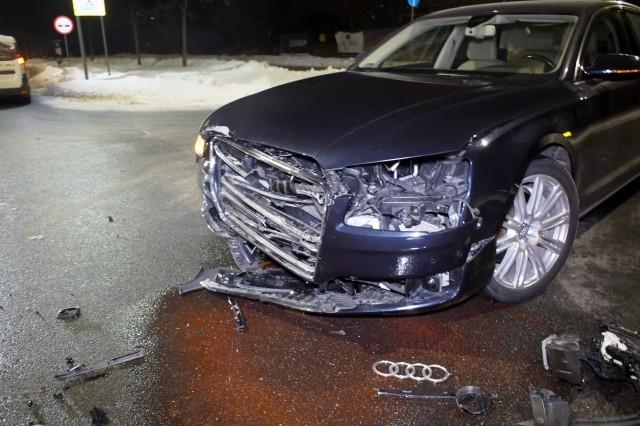 Audi wprost pod jaguara. Groźna kolizja przy ul. Kaszubskiej w Słupsku.