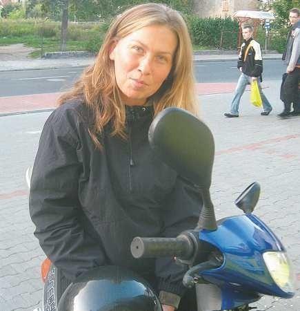 - Gdybym nie znała przepisów i znaków, to bym się bała jechać skuterem - mówi Joanna Gulanowska ( na zdjęciu).