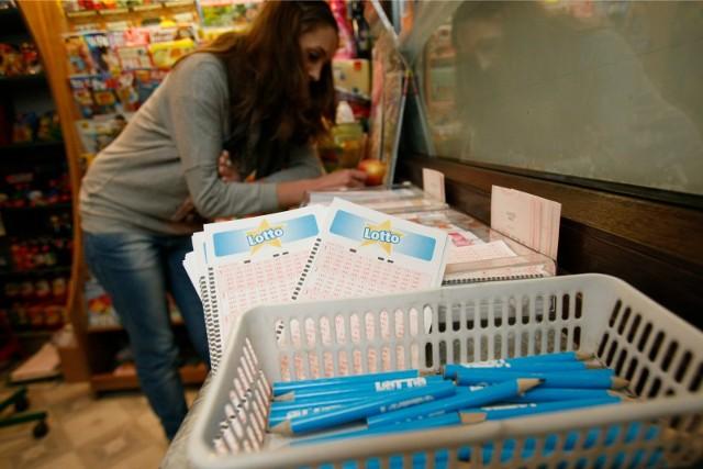Losowania Lotto i Lotto Plus odbywają się we wtorki, czwartki i soboty o godz. 21:50.