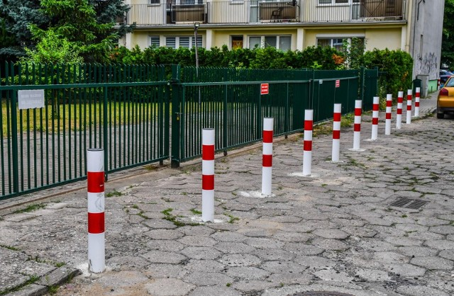 Najnowszy front walki o miejsca parkingowe otwarto na ulicy Skłodowskiej-Curie 38 i 40 oraz na Połczyńskiej 2. Wygranych w tej walce trudno wskazać.