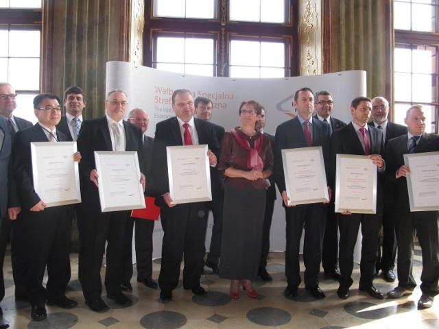 Uroczyste wręczenie zezwoleń na prowadzenie działalności dla nowych inwestorów w WSSE odbyło się w kwietniu 2013 r. w Wałbrzychu.