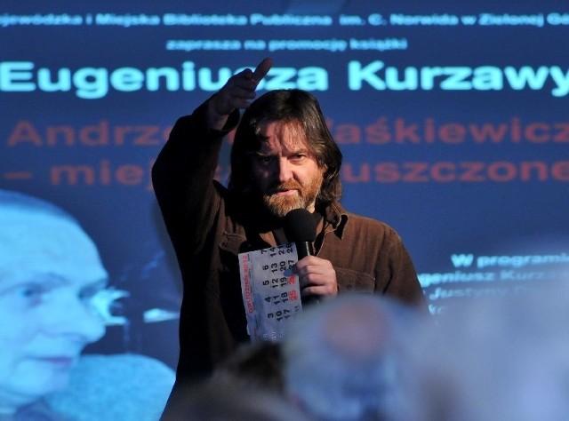 Eugeniusz Kurzawa na promocji swojej książki w bibliotece wojewódzkiej w Zielonej Górze