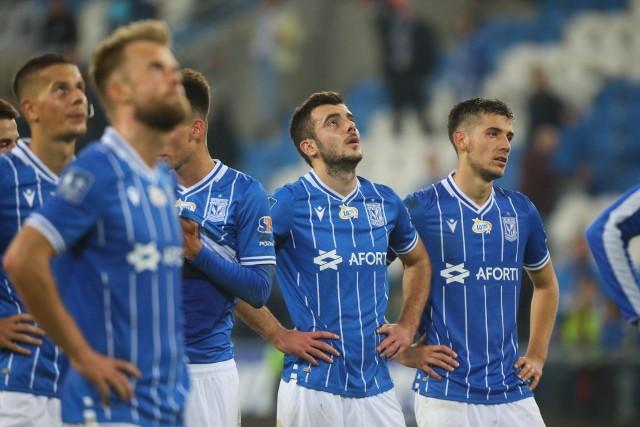 Djordje Crnomarković przychodził do Lecha jako podstawowy stoper, a obecnie u Dariusza Żurawia jest czwartym wyborem do obsady środka obrony. Dodatkowo Kolejorz bez Serba w składzie nie przegrywa.