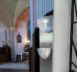 Bezdotykowe kropielnice z wodą święconą we wszystkich kościołach w Tarnobrzegu