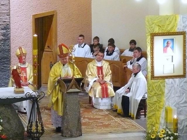trafiły do kościoła pw. św. Krzyża w Łapach
