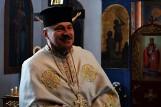 Ksiądz Arkadiusz Barańczuk bez krzyża kapłańskiego i sutanny?