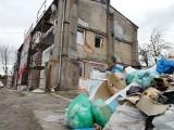 W Bydgoszczy deweloper zostawił przy ul. Skorupki hałdę śmieci. Mieszkańcy mają dość