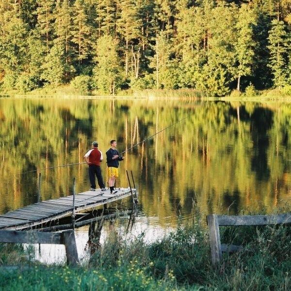 Jezioro piękne o każdej porze roku, ale bardziej upodobali je wędkarze podlodowi